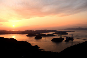 瀬戸内海(来島海峡大橋を望む)