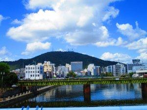 眉山と吉野川 徳島県徳島市