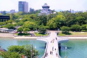 小倉城と紫川